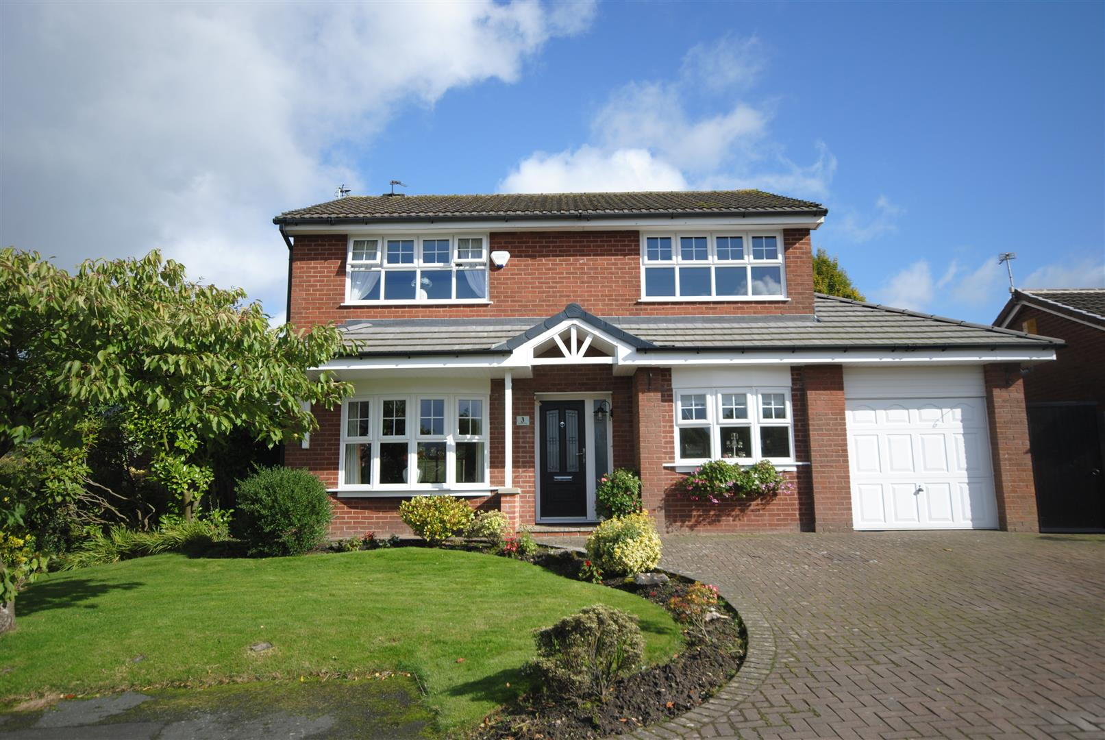 4 Bedrooms Detached House for sale in Stretton Close, Standish, Wigan